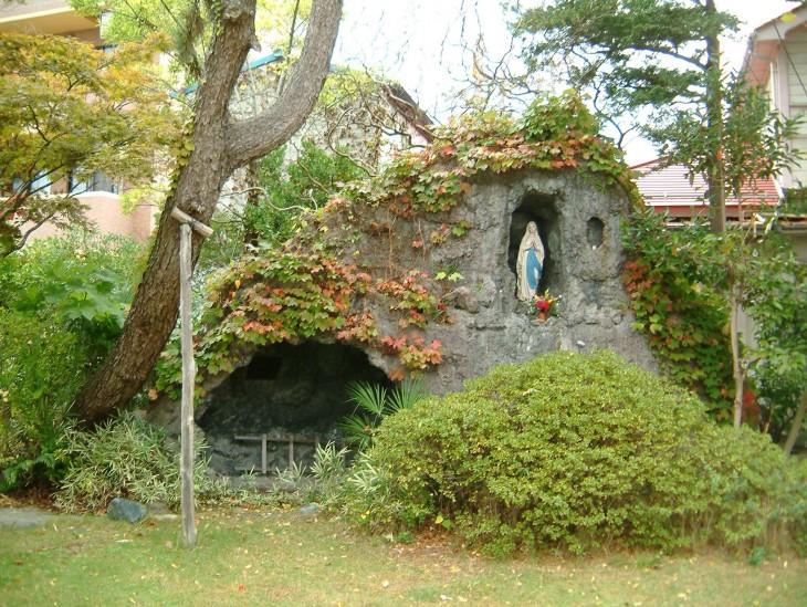 新潟カトリック教会ルルドの洞窟_505KB