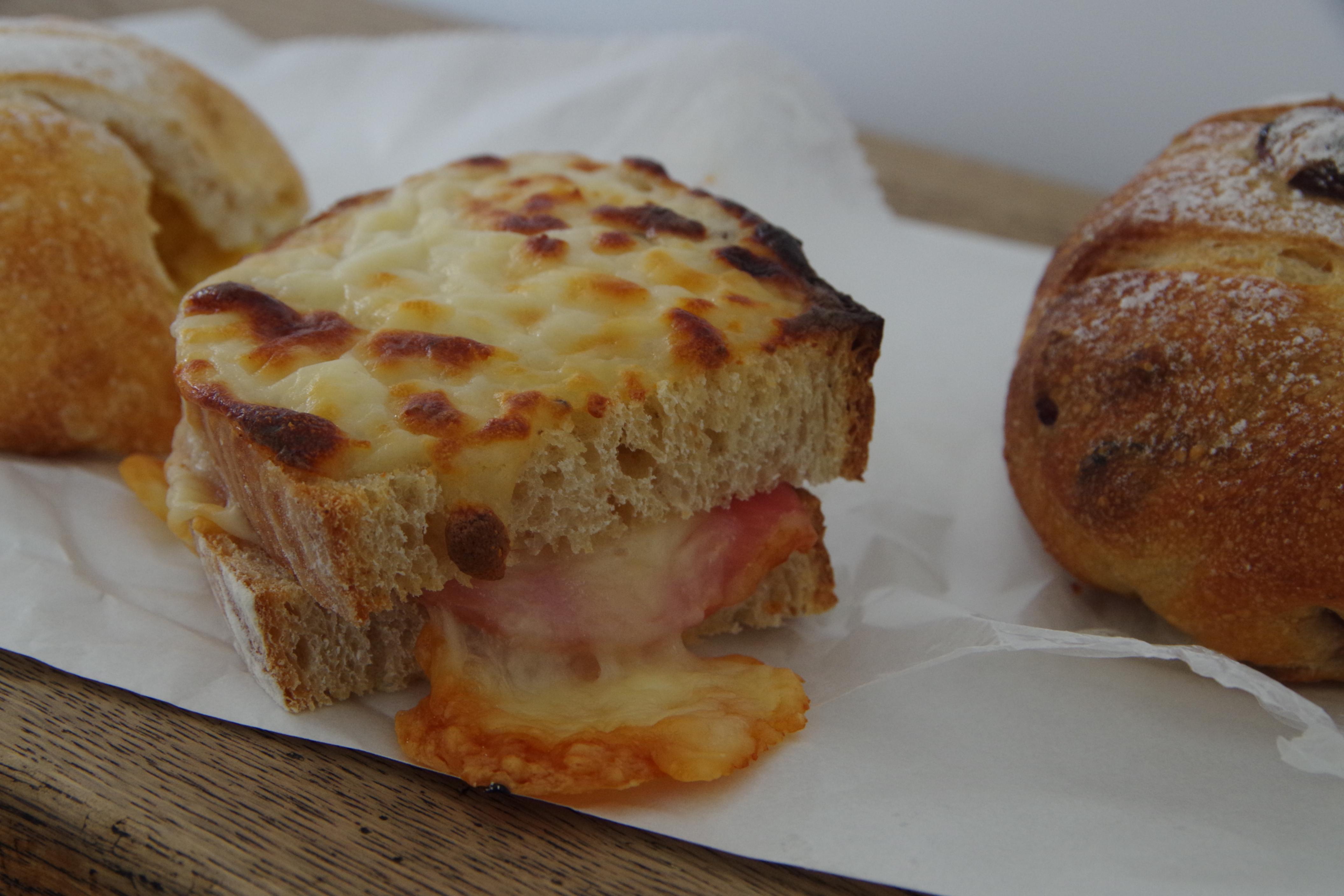 自家製酵母のパン屋カフェ「fika(フィーカ)」で癒される@五泉市