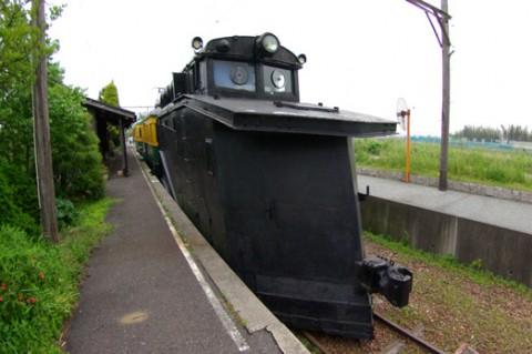 10-tsukigata-densya