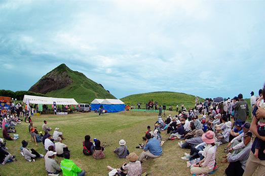 佐渡各地の芸能が集まる「佐渡カンゾウ祭り」&海府荘さんの絶品カレー