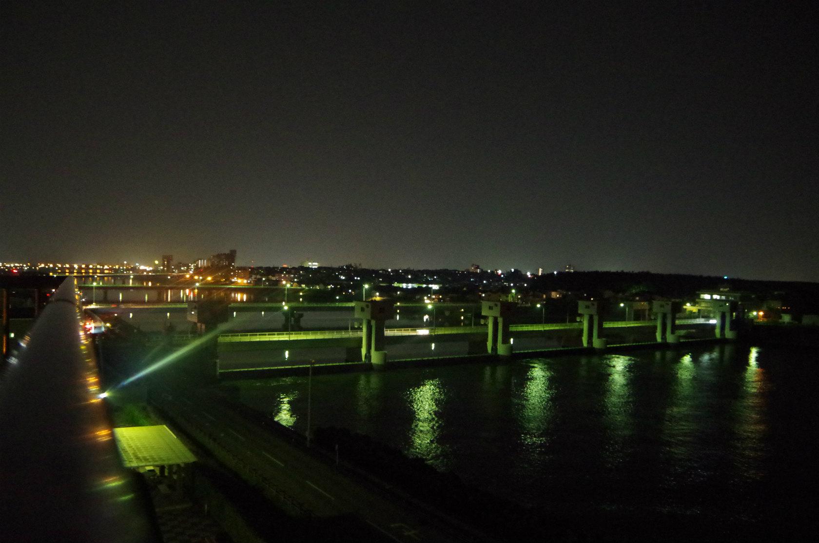新潟市の隠れた夜景スポット!夜の関分記念公園の展望台からこんな夜景が!