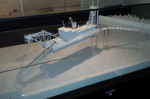 浚渫船の模型