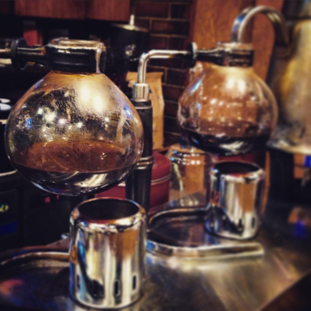 古町のレトロ喫茶「香里鐘(カリヨン)」。日々の喧騒から隔離されたノスタルジック空間