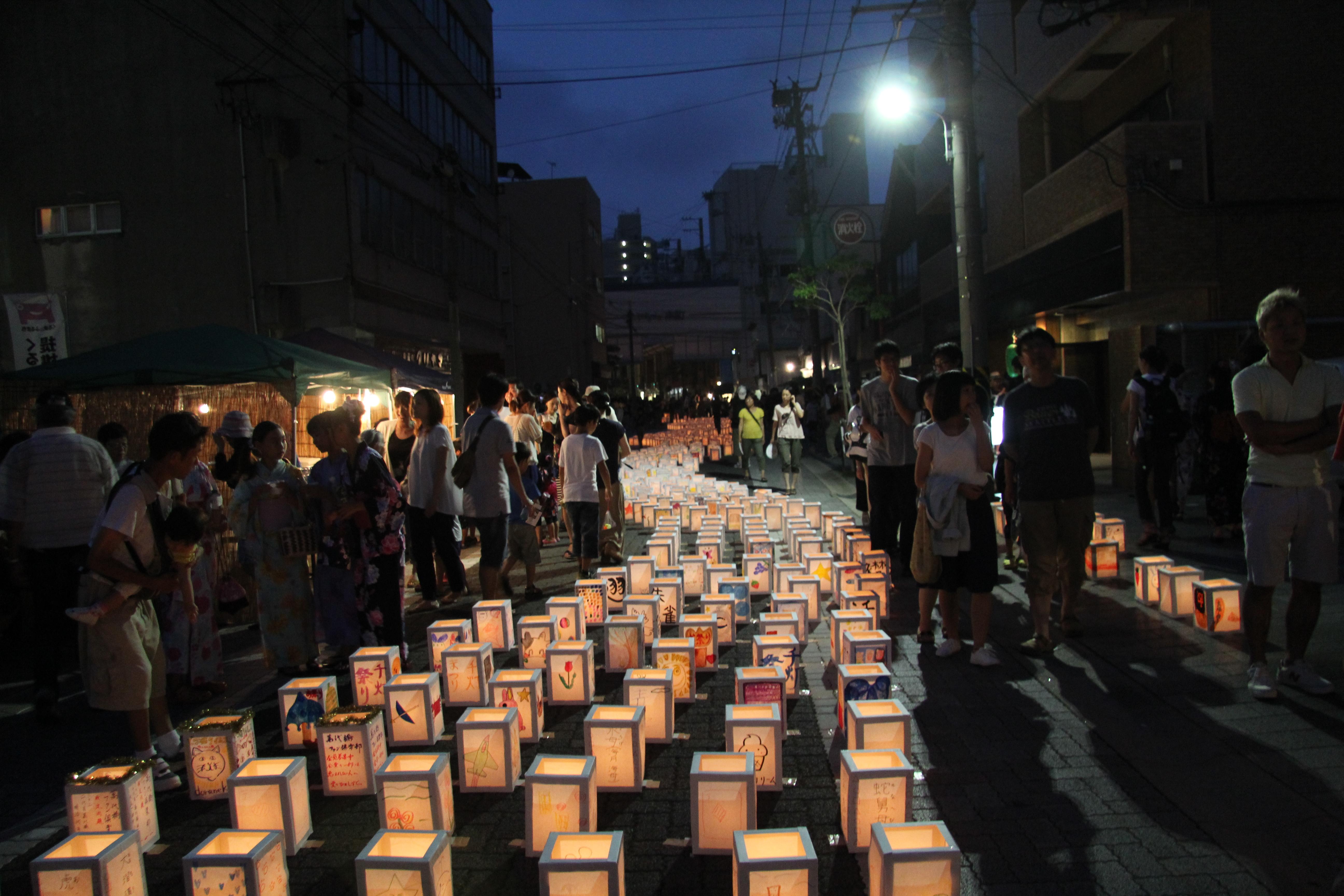 手作りの灯篭が商店街を優しく照らす。新潟市・千灯まつりに行ってきた(2015年)