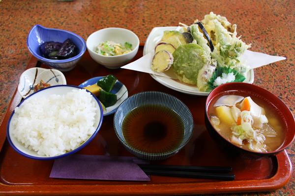 長岡市山古志の「お食事処 多菜田」で、地元のお母さんたちが作る絶品料理を堪能