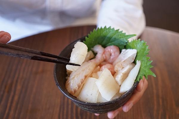 新潟の四季を贅沢に味わう!高級海鮮ばら丼「白朱喝采(はくしゅかっさい)」を堪能!【PR】