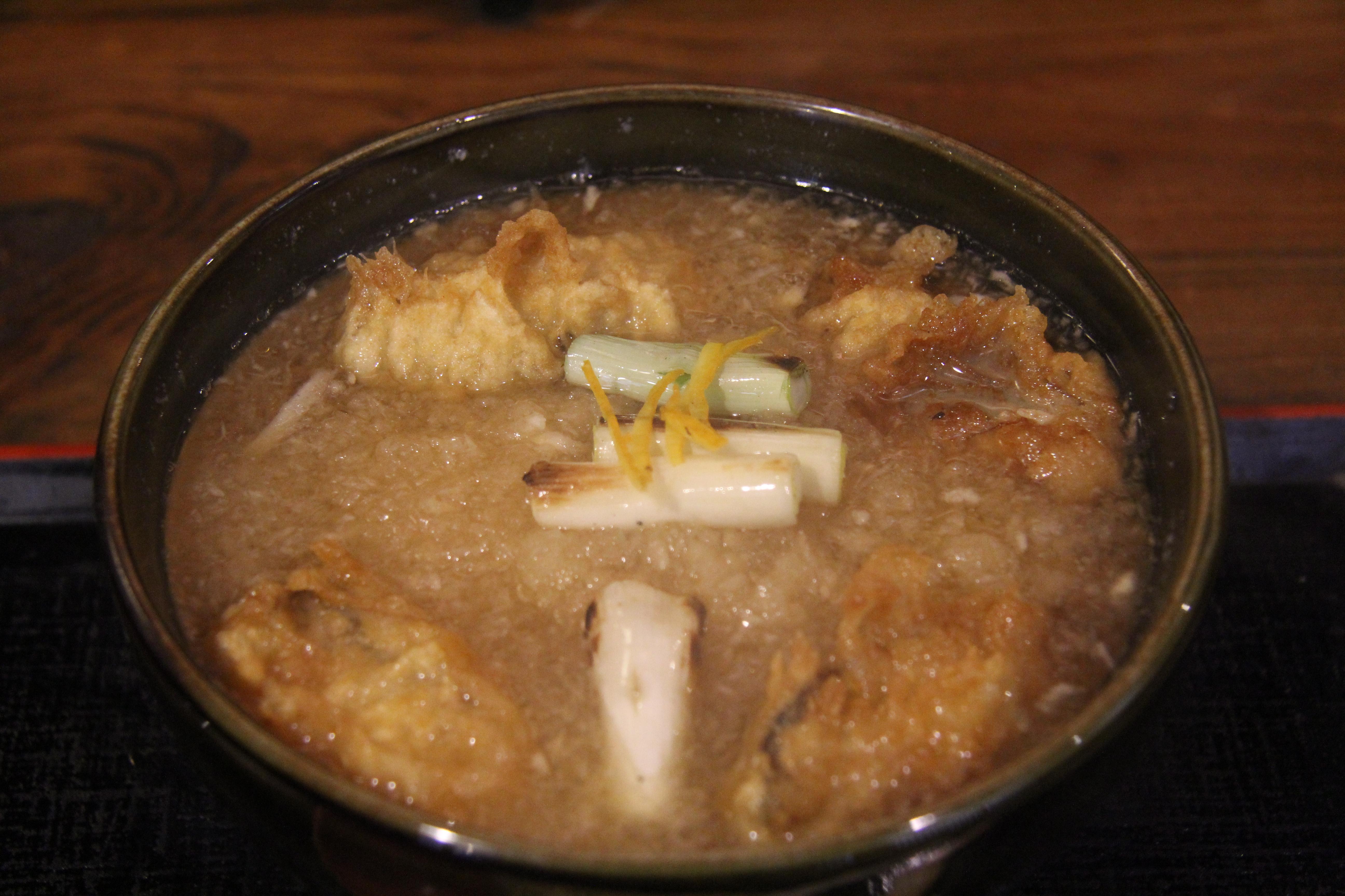 歴史ある町屋で食べる、絶品牡蠣みぞれそば。阿賀町津川「塩屋橘」