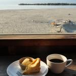 海を眺めるカフェ「ネフ」