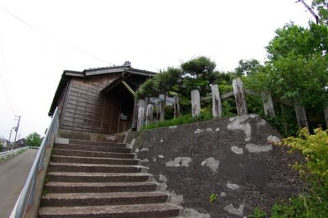 02-tsukigata-densya